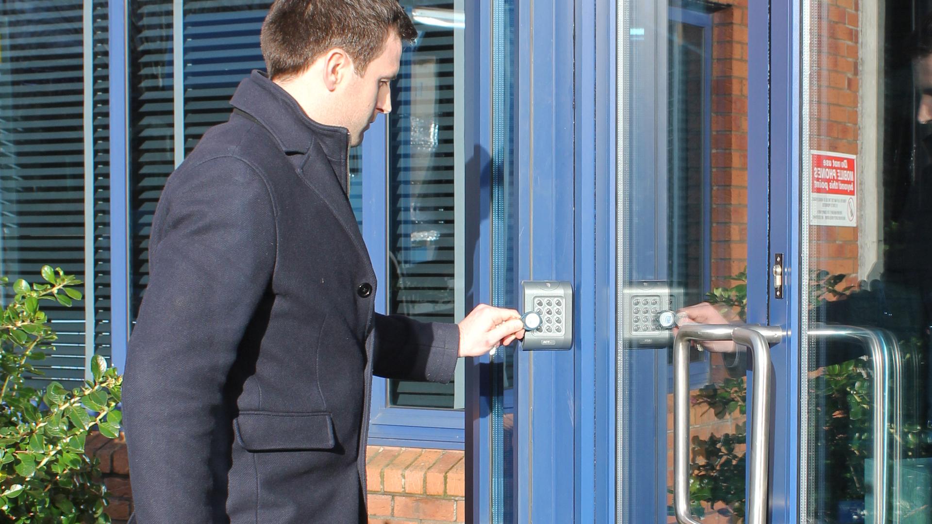 ADK-Teknik-Adgangskontrol-Doors